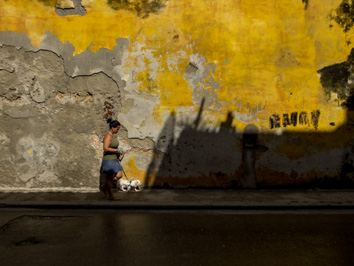 F. Emmanuel Bastien_Under The Cuban Sun_Walking into a tunnel_ Havana Nov 2014-4001